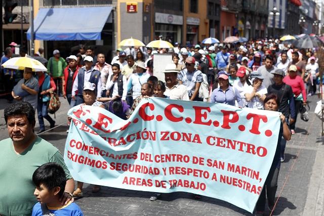 Tianguistas de Texmelucan piden apoyo al gobierno del estado