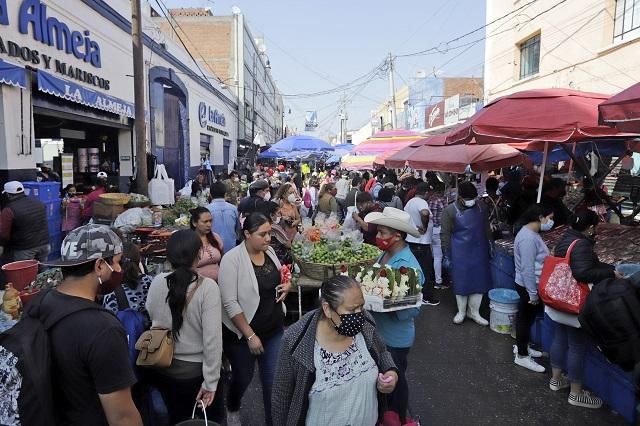 Muere la sana distancia en el mercado 5 de Mayo de Puebla
