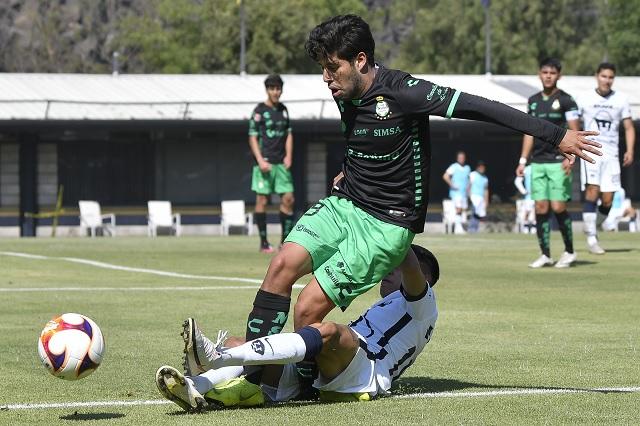 Oliver Pérez, suspendido todo el torneo por fracturar a jugador de Santos