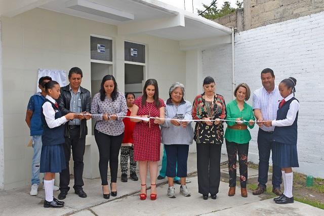 Norma Layón entrega sanitarios a primaria Manuel P. Montes