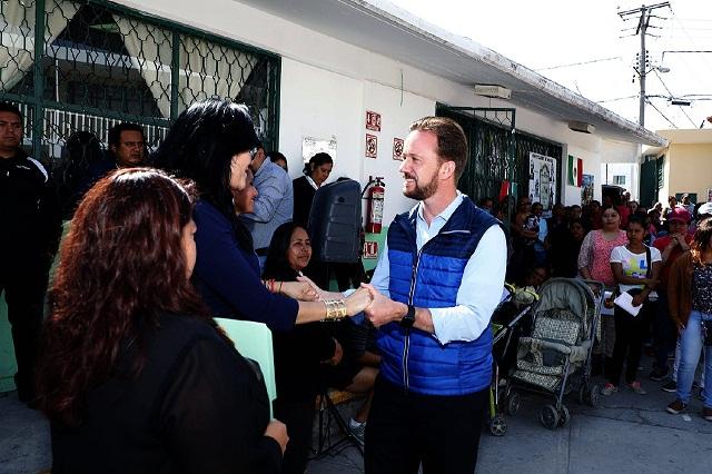 Entrega Banck rehabilitación de sanitarios en primaria de Tres Cruces