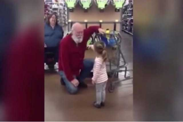 Niña confunde a hombre con Santa Claus