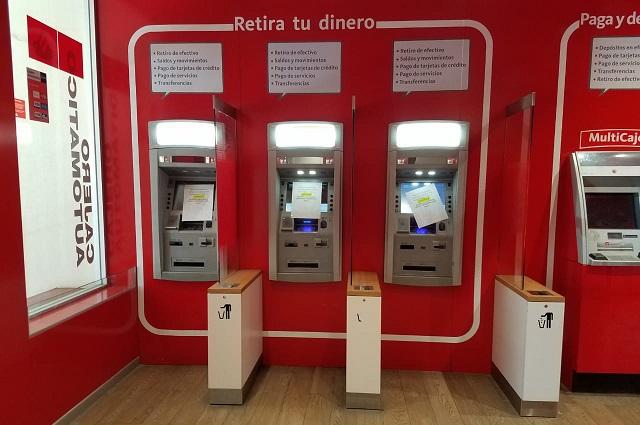 Usuarios de Santander cierran sucursal en Atlixco