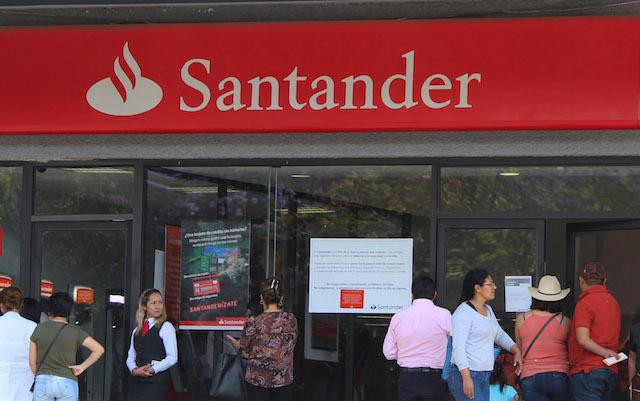 Cajeros de Santander fallan en plena quincena