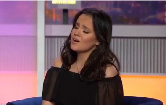 Así cantó Sarita, hija de José José, El Triste en programa de tv