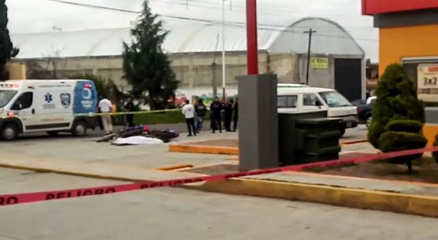 Abaten a ladrón de Oxxo en Zaragoza; dos policías, heridos