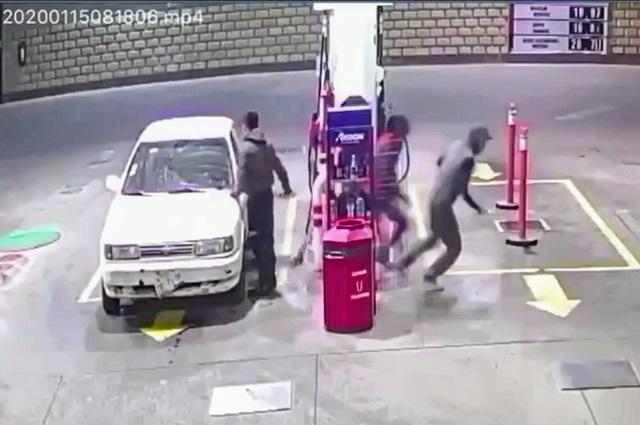 Video: Balean a cliente en asalto a gasolinera de Puebla