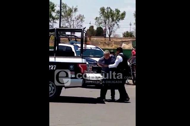 Arrestan a sujeto que iba a entrar a Bodega Cuautlancingo sin cubrebocas