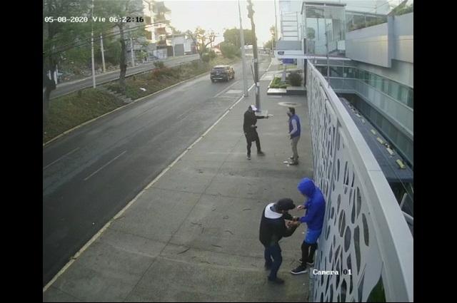 Video: a plena luz del día los asaltan en la colonia La Paz