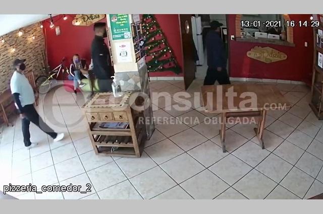 En plena crisis restaurantera, asaltan pizzería en Puebla