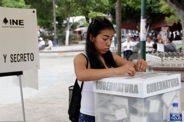 Se conmemoran 65 años del voto femenino