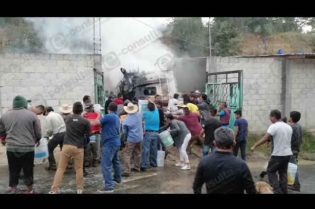 Se incendia casa rodante de turistas en Tlatlauquitepec