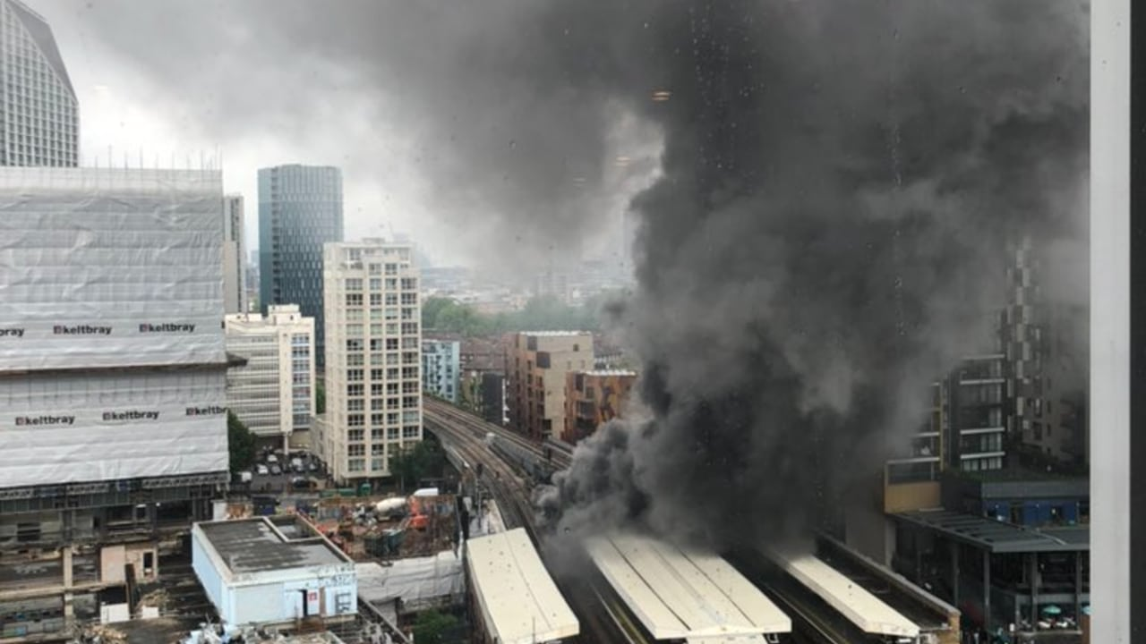 Explosión e incendio en metro de Londres
