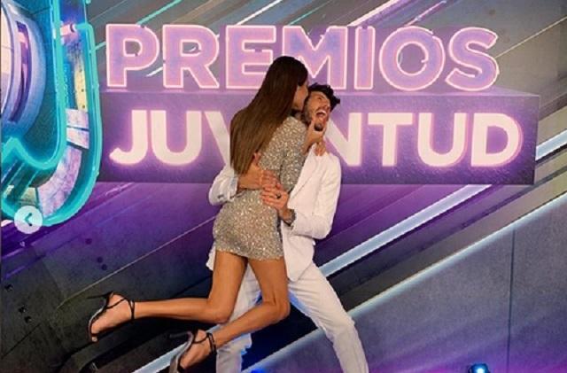 Sebastian Yatra y Tini muestran su amor en Premios Juventud