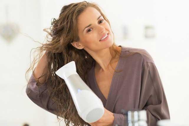 5 tips para que no maltrates tu cabello cuando uses la secadora