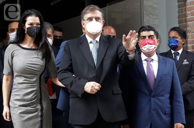 Adelanta Ebrard plan de vacunas para los de 18 años en Puebla