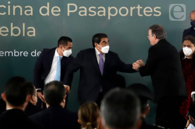 Ebrard y Barbosa intercambian elogios y abren oficina de SRE