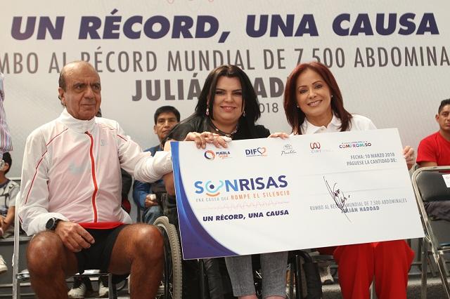 Entrega SEDIF apoyos a personas con discapacidad auditiva