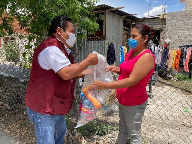 SEDIF da paquetes alimentarios a población vulnerable de Tehuacán