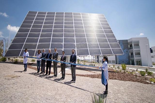 El rector Alfonso Esparza inaugura seguidor solar, único en AL