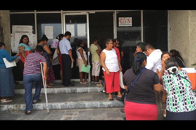 Sufren afiliados al ex Seguro Popular por pago de medicinas en Puebla