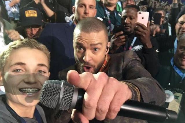 """""""Selfie kid"""" el chiquillo que robó reflectores a Justin Timberlake en el Super Bowl"""