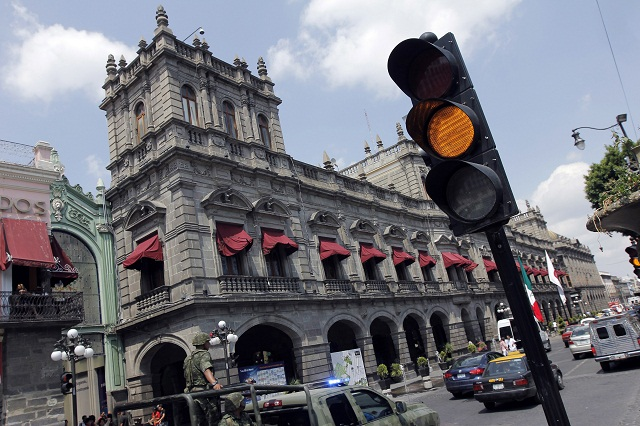 Se descomponen 30 semáforos al día en la capital poblana