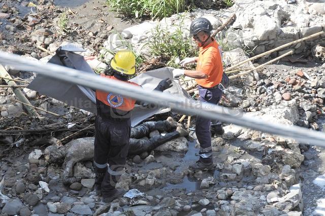 Hallan cadáver semidesnudo en el río Atoyac y Niño Poblano