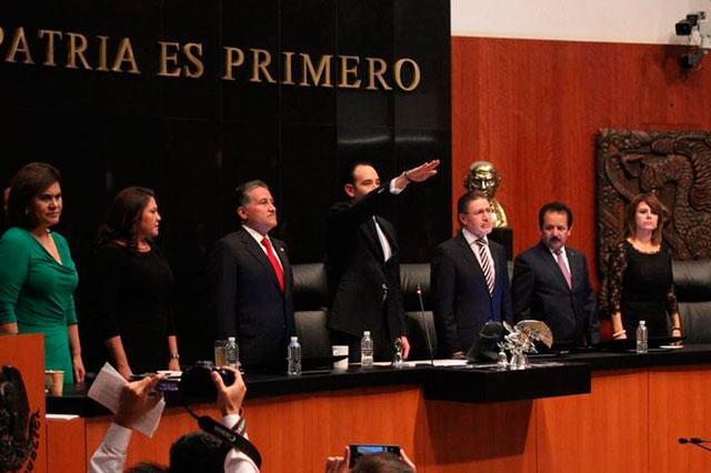 Discusión por Ayotzinapa revienta sesión en el Senado