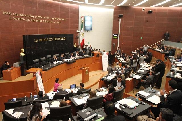 Senadores de Morena arropan a Monreal ante ataques en redes