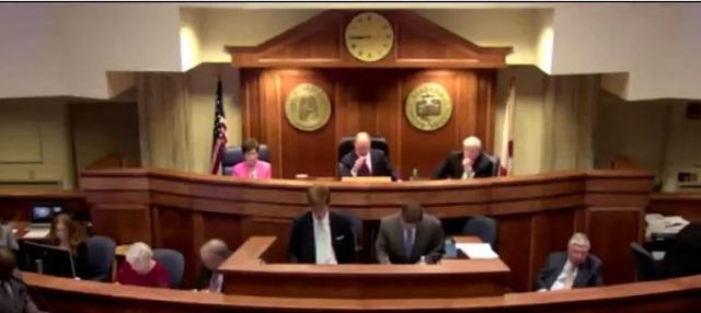Senado de Alabama aprueba ley que castiga el aborto con 99 años de cárcel