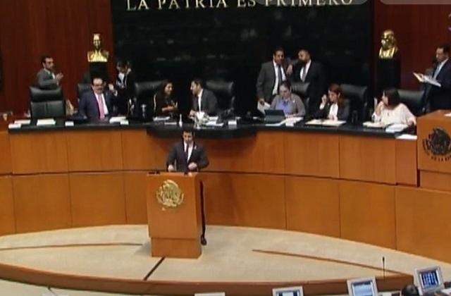 Senado presenta recurso para descongelar ley y bajar salario a funcionarios