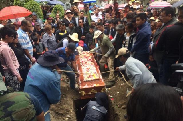 Simitrio acusa a autoridades en Puebla del asesinato de su hija