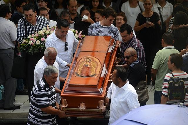 Familia y amigos sepultan a Mara Fernanda en Veracruz