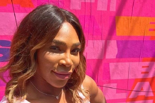 Serena Williams canta en topless contra cáncer de mama