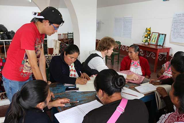 Realizan servicio social alumnos de la Ibero y extranjeros