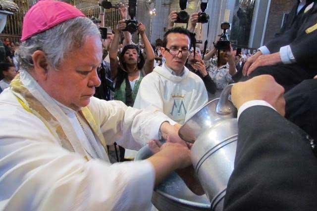 Servir a necesitados y ser humildes, pide arzobispo a católicos