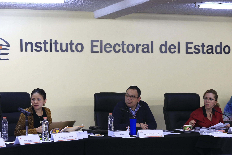 Retrasa IEE por segundo día el reparto de diputaciones pluris