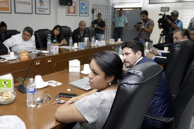 Denuncian promoción de Cárdenas en desfile y a ediles pro Barbosa