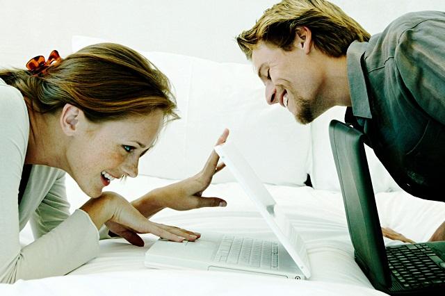 ¿Es infidelidad? Amigos afectuosos, beso ocasional y un ex en Facebook