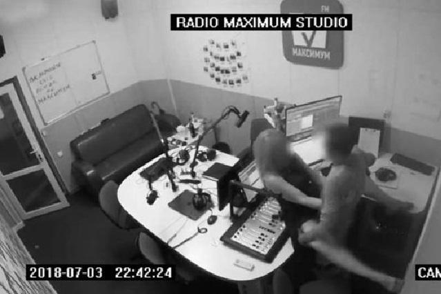 Graban a una pareja teniendo sexo en estudio de radio de Ucrania