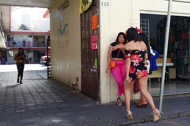 Sexoservidoras se van de Acatlán por falta de empleo ante Covid-19