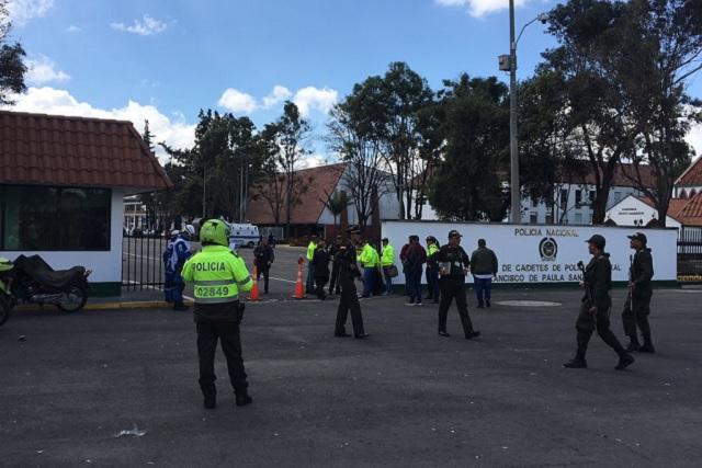 Ataque con coche bomba en academia de policía de Bogotá deja 8 muertos