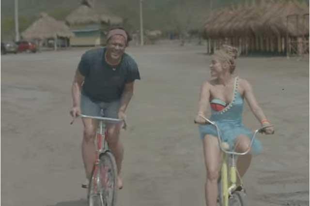 Shakira felicita a Carlos Vives tras rumores de distanciamiento