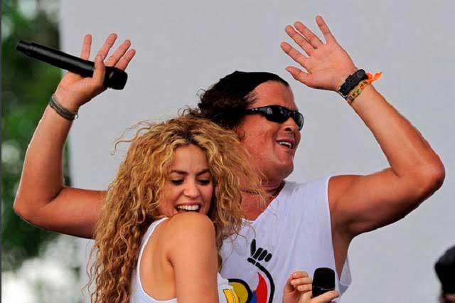 Shakira felicita a Carlos Vives con pastel de La Bicicleta