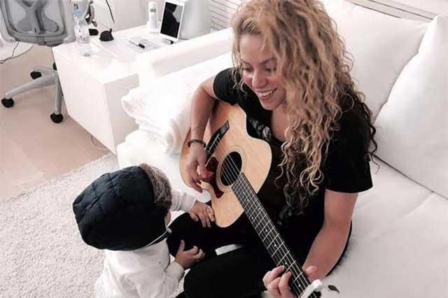 Shakira podría formar parte de Los Dúo 3 de Juan Gabriel