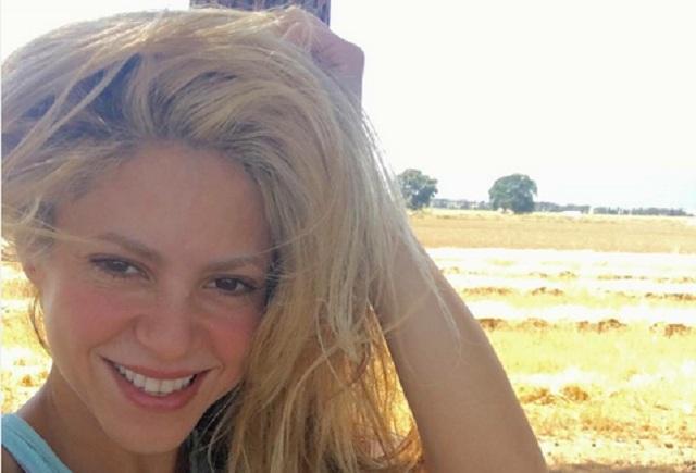 Gerard Piqué bromea y graba a Shakira tomándose una selfie