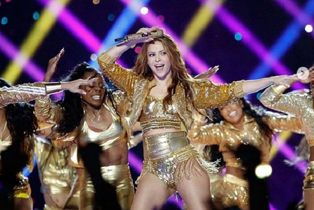Shakira enciende las redes con atrevido traje de baño