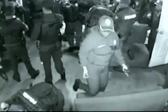 Graban a policías sembrando droga en bar de la colonia Roma
