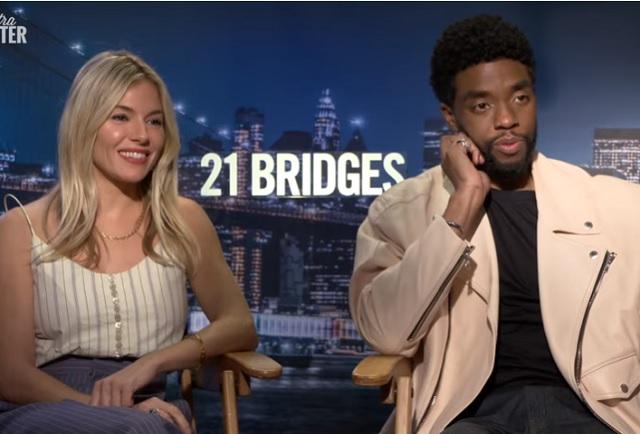 Sienna Miller cuenta gran gesto de Chadwick Boseman